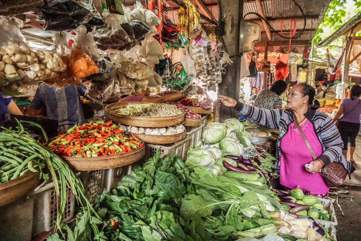 Lovina Market Women