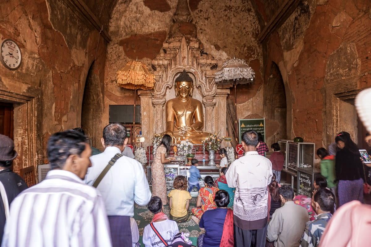 Htilominlo Buddha