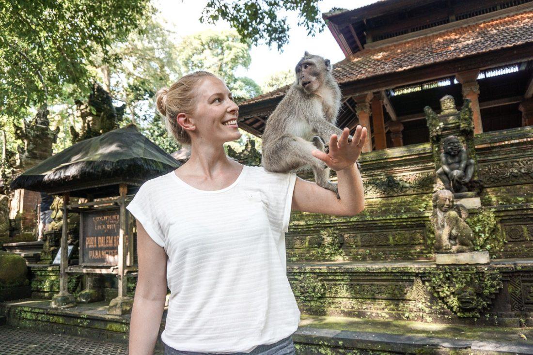 Monkey on Julias Shoulder